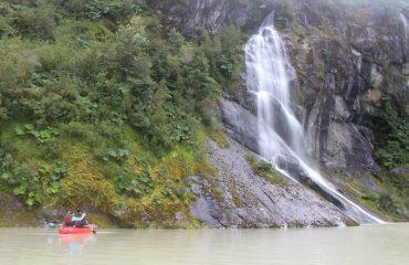cascadas queulat vista desde un kayak
