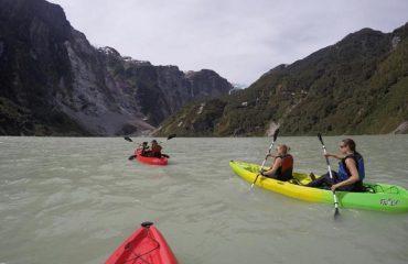 explorando laguna Témpanos Queulat